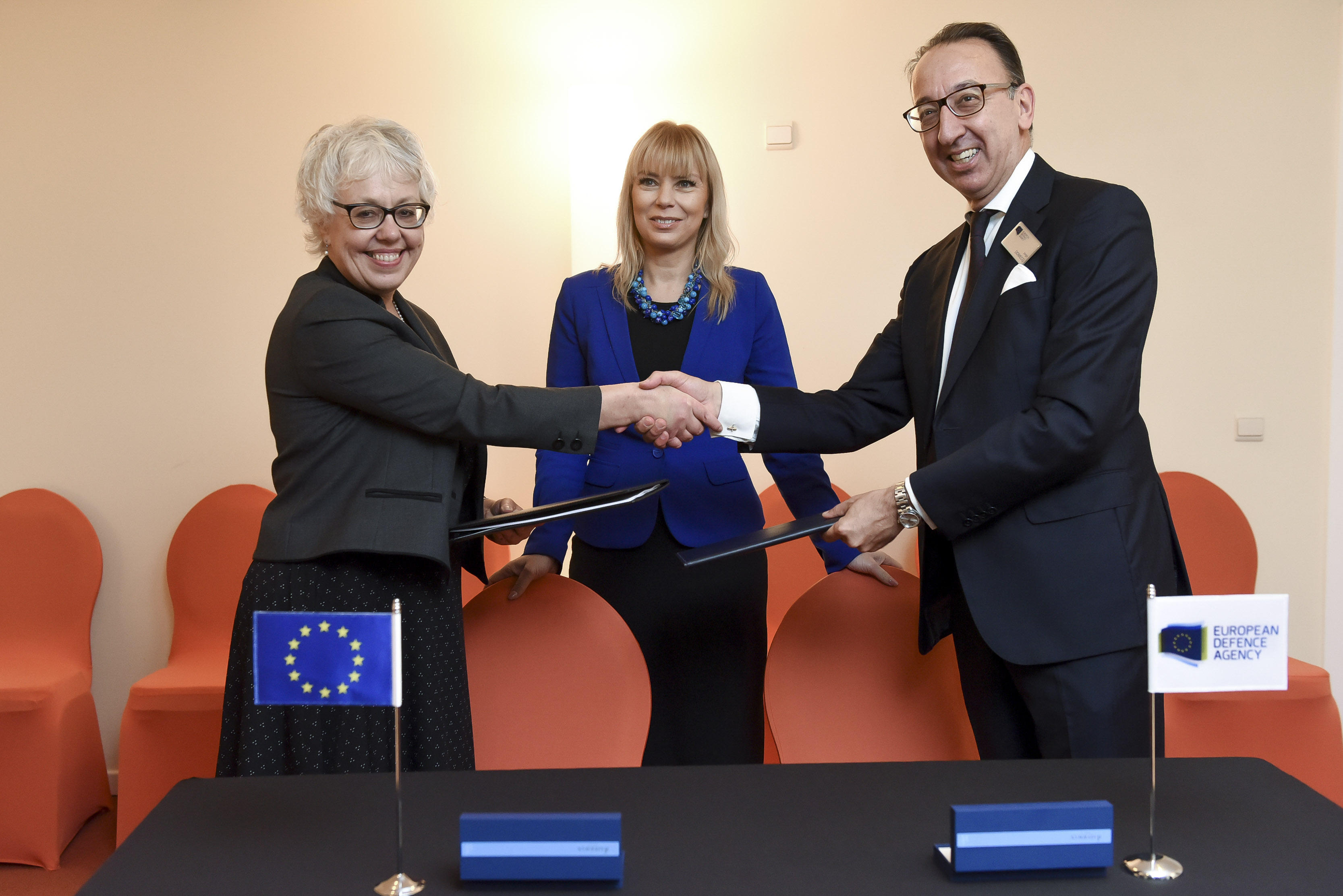 End of the signing ceremony of a 1.4 million euro (EUR
